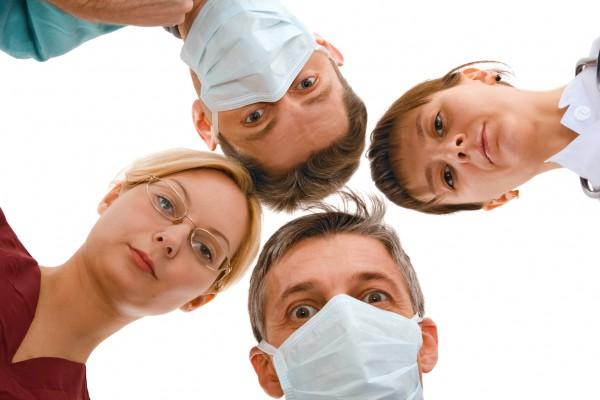 Réunir les infirmiers travaillant auprès du malade cancéreux